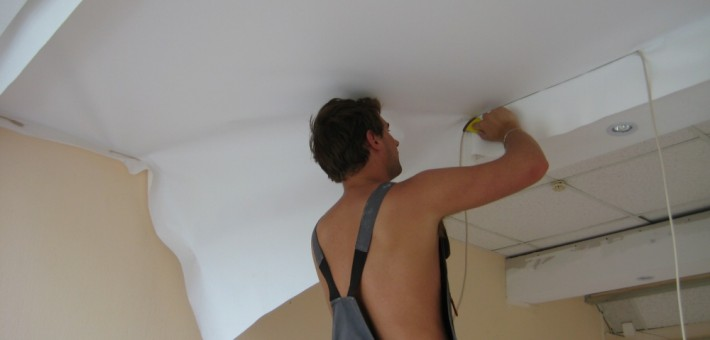 Как выполнить ремонт потолка своими руками