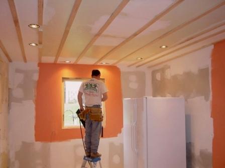 Когда требуется ремонт штукатурки стен?