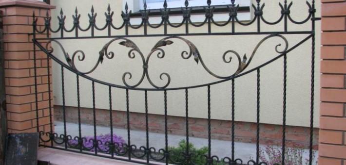 Какой должна быть кованая ограда?